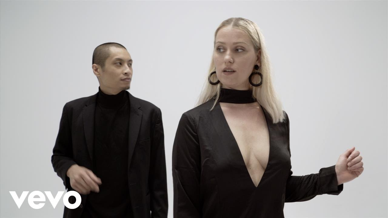 Secret Rendezvous - Don't Look At Me That Way