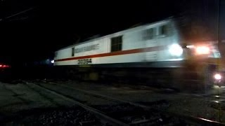 GRAND TRUNK FINALLY GETS WAP7 ! RPM WAP7 GT EXPRESS APPROACHES HABIBGANJ BHOPAL !