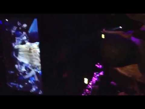 Rihanna Hits Fan In The Face At Concert!!! Must Watch. video