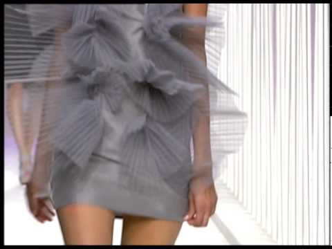 Moda Cosmo: Desfile de Amaya Arzuaga en Cosmopolitan TV