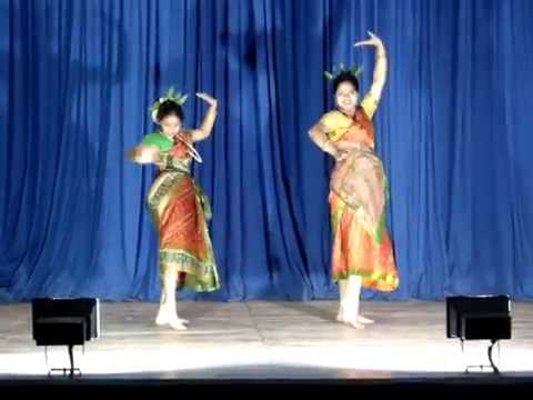 Moyna Chalat Chalat Dance On Saraswati Pujo 2012 video