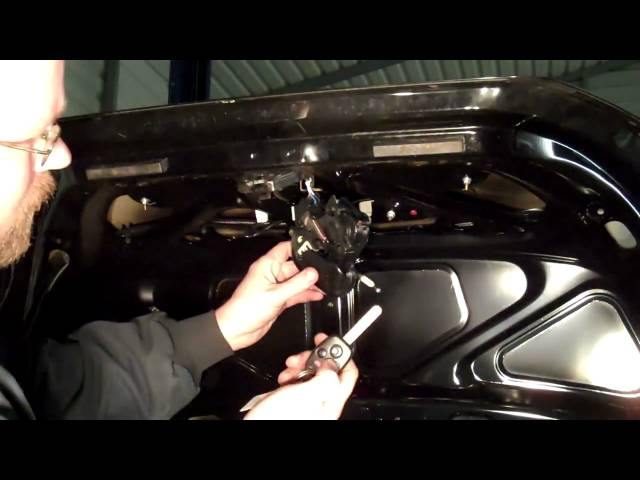 How to Repair a Trunk That Won't Open (part 1) - YouTube
