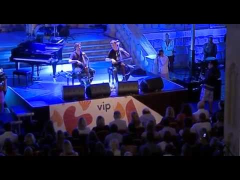 2CELLOS - Fields of Gold [LIVE VIDEO]