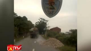 Xem clip xe tải vi phạm chạy như bay để trốn CSGT