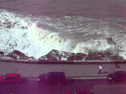 Sudestada En Mar Del Plata Auto Se Lava Con Ola Del Mar