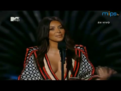 Kim Kardashian West presenting Sam Smith - MTV VMA 2014 - RedCarpet - Kendall and Kylie