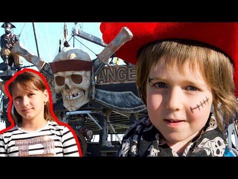 Пираты и пиратский корабль. Адриан и Милада на поиске сокровищ.