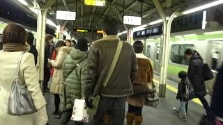 Entering Otsuka Station to Board Yamanote Line 大塚駅改札 (121225)