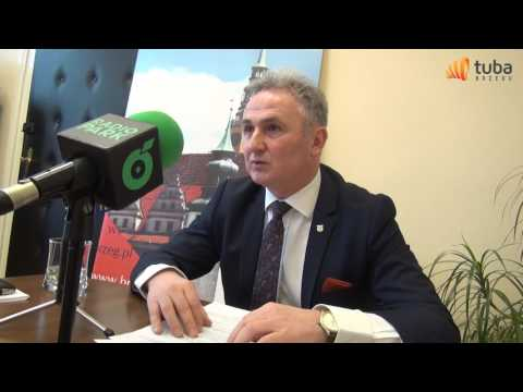 Konferencja prasowa burmistrza Brzegu nt  remontu zabytkowych kamienic