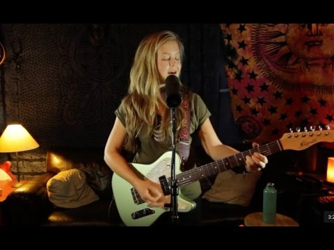 Emily Elbert - What's Going On (Marvin Gaye cover live at Studio Delux)