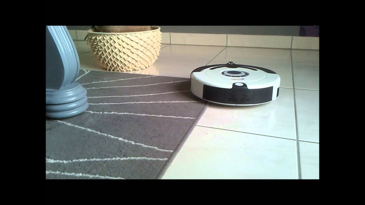 Robot aspirateur en action youtube for Aspirateur robot intex