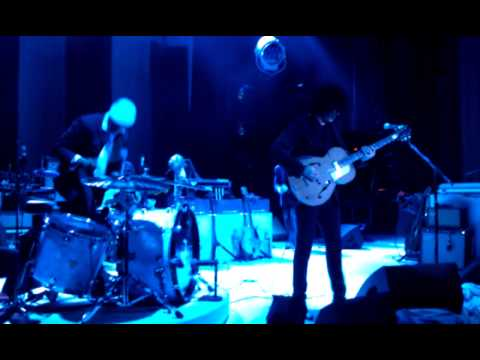 Jack White- Catch Hell Blues (live)