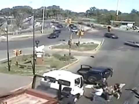 Tras una pelea de tránsito, atropelló y mató a una mujer