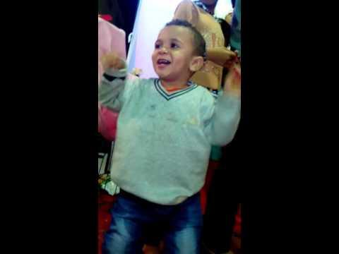 شاهد الطفل بيجو وهو بيرقص في فرح شيكو شعبي thumbnail