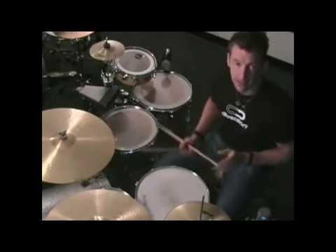 Как играть двойную бочку одной ногой - Майк Джонстон