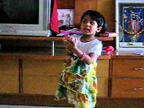 Aarshvi Singing Gujarati Bhajan - aaj Mara Mandirya Ma video