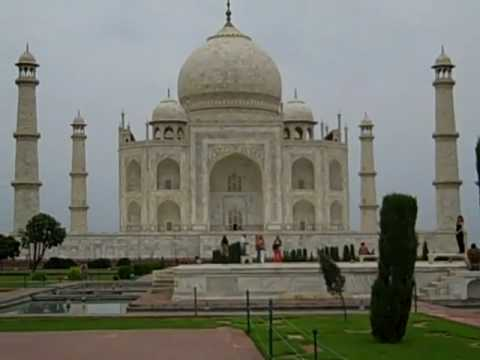 Guided tour of the Taj Mahal in Agra, India