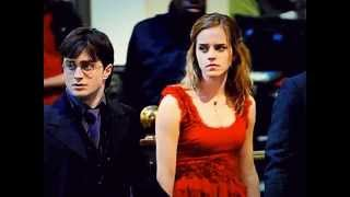 Dan, Emma and Rupert - Deathly Hallows set, slideshow (behind HP7 scene in London)
