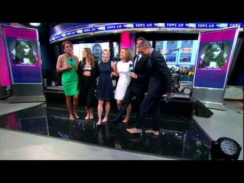 Amy Robach & Ginger Zee & Tove Lo - high heels off & legs feet close up - March 24, 2015