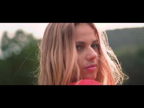 Cserpes Laura X Children Of Distance - Minden Más