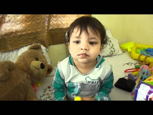 dekh video dekh(learning to speak papa-mumma n aankh marna)