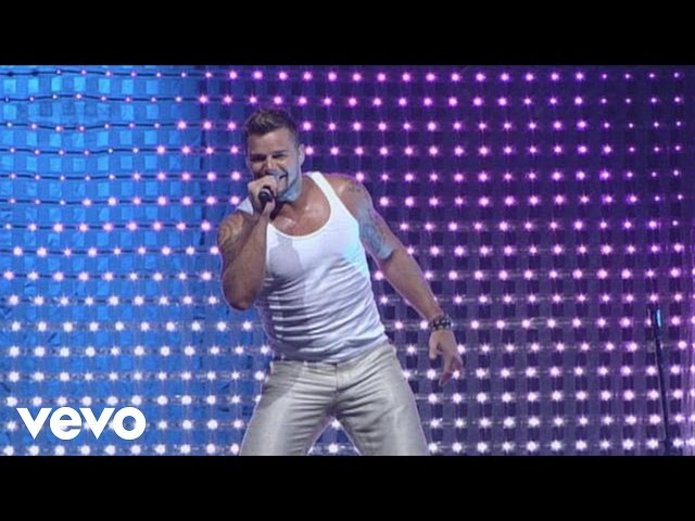 Ricky Martin - Drop It on Me / Lola, Lola / La Bomba Medley