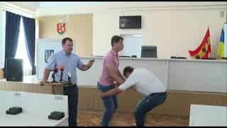 Танцюють всі) Особливо депутати