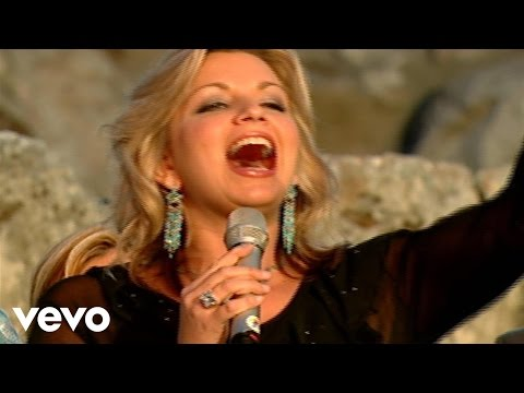 Bill & Gloria Gaither - Halleluyah [live] Ft. The Isaacs video