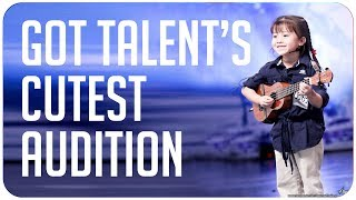 Unbelievably cute!! 6-year old girl sings 'The Show' and plays Ukelele - Thailand's Got Talent