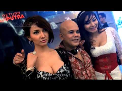 Sesi Pemotretan Roro Fitria dikantor Tabloid Bintang Indonesia