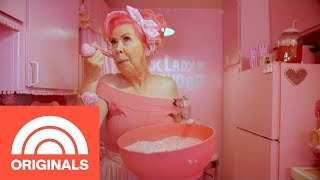 The Pink Lady Of Hollywood Shows Off The World S Pinkest Kitchen Crazy Kitchens Today