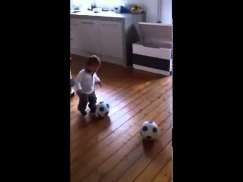 תינוק בן שנה הוחתם במועדון כדורגל הולנדי
