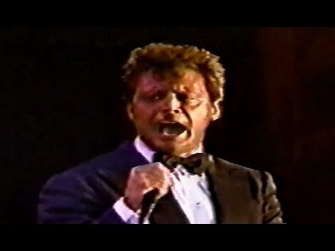 Luis Miguel - Perfidia, Live Estadio Quisqueya, Santo Domingo, República Dominicana 20/02/2002 Mis Romances World Tour 2002 http://www.youtube.com/franlm14 M...