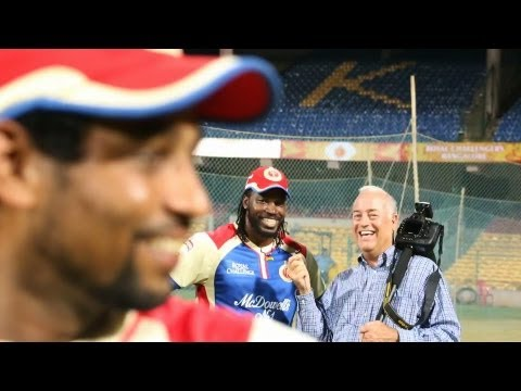 Dilshan Video Bombs Chris Gayle - Lol Moments At Team Practice video
