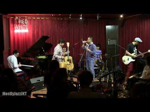 Adhitia Sofyan - Tokyo Lights Fade Away @ Mostly Jazz 14/11/13 [HD]