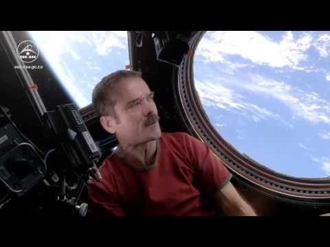 Chris Hadfield performs Space Oddity from the ISS