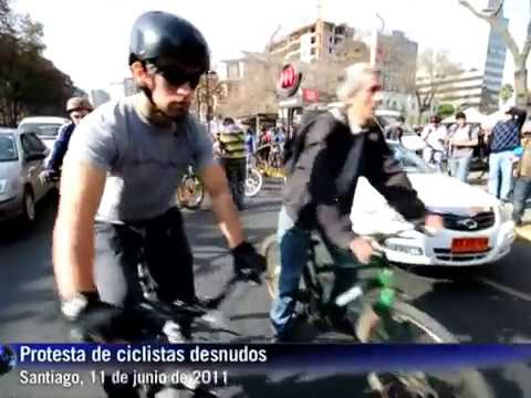 Ciclistas desnudos reclaman en Chile por seguridad en tránsito