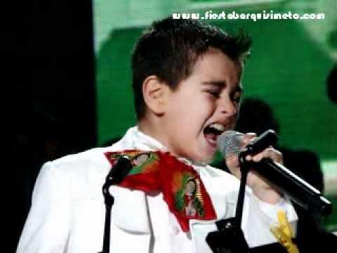 Un Inusitado duo entre la cantante mexicana Ana Gabriel, y el Pequeño Potrillo durante el concierto realizado en la ciudad de Barquismeto.