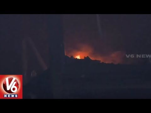Massive Fire Accident At Mahindra Showroom In Kurnool, 15 Vehicles Burnt | V6 News