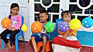 Serunya! Main Pecah Balon Berhadiah Surprise Eggs, Squishy, Coklat Cha Cha, dan mainan | Riska Inces