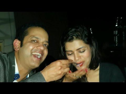 What's Cooking Between Rahul Mahajan And Sonali Raut?