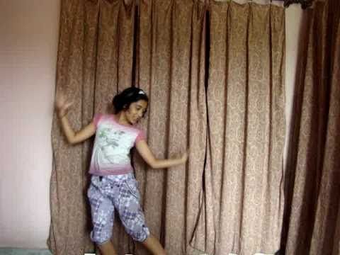 Mohna dancing on Lazy Lamhe