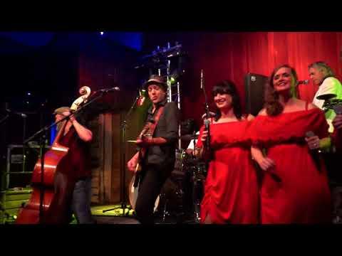 Minsekinder en Trio DE Janeiro zingen Oet ut zuuje