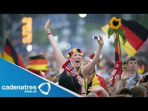 Selección Alemana llega a Berlín y son recibidos entre aplausos y porras (VIDEO)