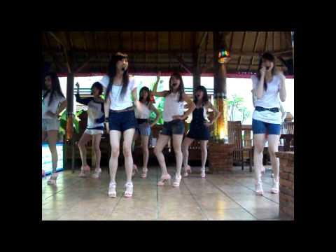 Cherrybelle - Dilema Live  Bali Heaven Bandung [280611].mkv video