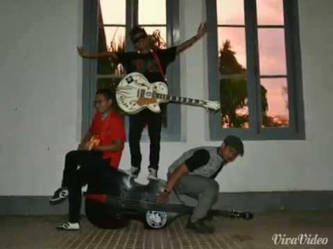 Donald Duck Rockabilly-Rocker Sakit Hati (The Hidden Bali)
