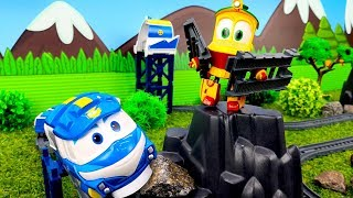 Robot trains toys Kay and Duck build the railways: Toy trains for kids