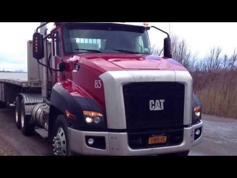 Carreta Vanderleia Americana - Caminhão Caterpillar - Flatbed Sendo Carregado