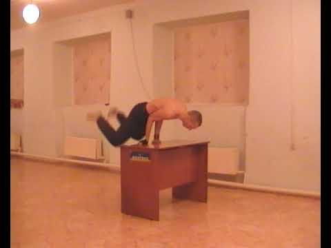 kartinki-glamurnie-devushki-na-rabochiy-stol-golie