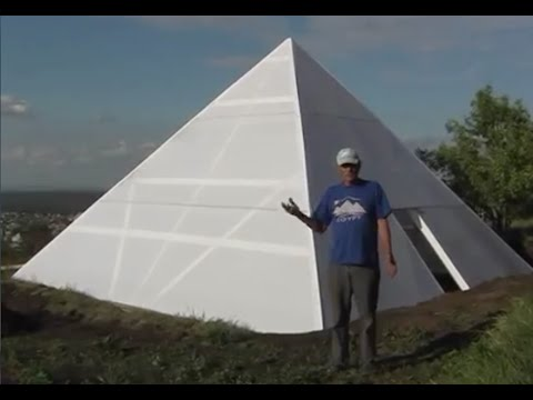 Download A Russian guy built a pyramid for his wife